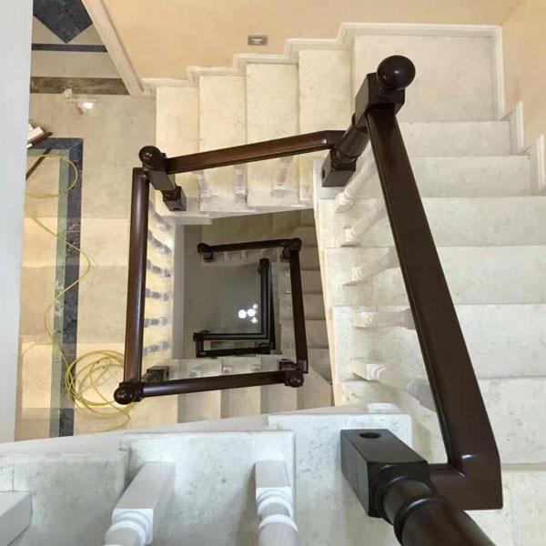 旋轉實木樓梯